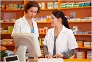 How Much Does a Pharmacy Technician Make Featured